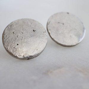 Paire de boucles d'oreille lunaire en métal recyclé